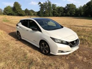 Nissan-Leaf-40kWh-Tekna-White-1-800×600